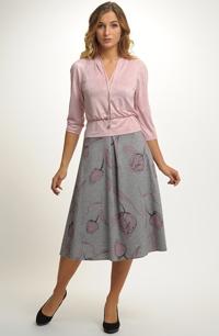 Komplet růžové halenky s károvanou sukní