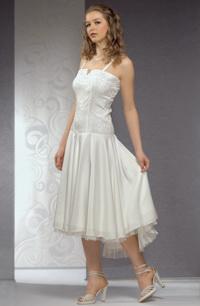 fd7b86f1590 Svatební šaty korzetového střihu mají elastické tělo.