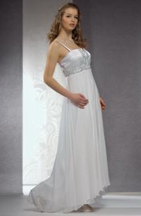 Dlouhé svatební šaty se sedlem zdobeným žakárovou tkaninou.