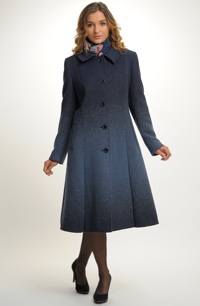 Exkluzivní dámský kabát v tříčtvrteční délce z italského materiálu.