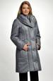 Šedý kabát-bunda ze zajímavého prošívaného materiálu
