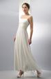 Éterické svatební šaty zdobené perličkovou krajkou