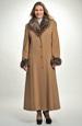 Dlouhý zimní kabát doplněný kožešinovým límcem