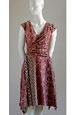 Šaty s řasením na boku a se vzorem do pruhu