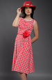 Červenobílé šaty v retrostylu