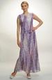 Dlouhé šaty v tlumené fialkové barvě