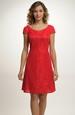 Krátké červené šaty s malými rukávky