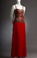Společenské šaty s prodlouženým krajkovým sedlem