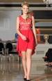 Červené společenské šaty do sedýlka