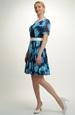 Krátké společenské dívčí šaty