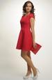 Krátké červené šaty se spadenými rukávky