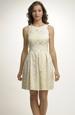 Krátké pastelové šaty na svatbu
