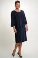 Společenský model šatů na předním dilu s řasením