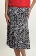 Sukně se vzorem v černobílé barvě