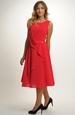 Červené společenské šaty pro družičky