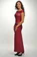 Velmi elegantní šaty zdobené krajkou