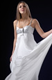 Svatební šaty do zajímavého sedla s vlečkou