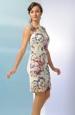 Krátké šaty s krajkou na předním dílu