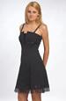 Krátké černé šaty s děleným sedlem