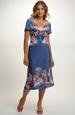 Letní dámské šaty se symetrickým vzorem