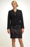 Moderní černé sako s náznakem stojáčku
