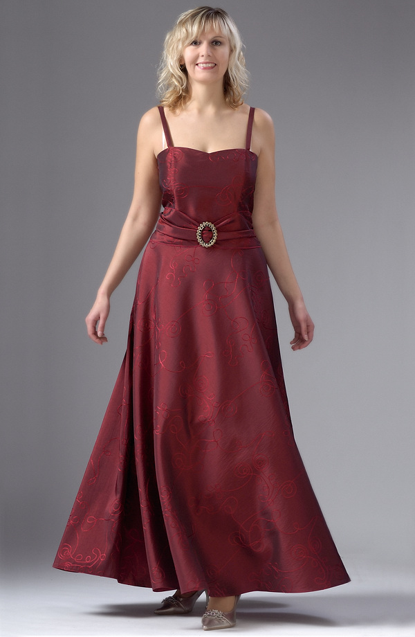 95d614849a5d Plesové dlouhé šaty pro plnoštíhlé a XXL postavy.