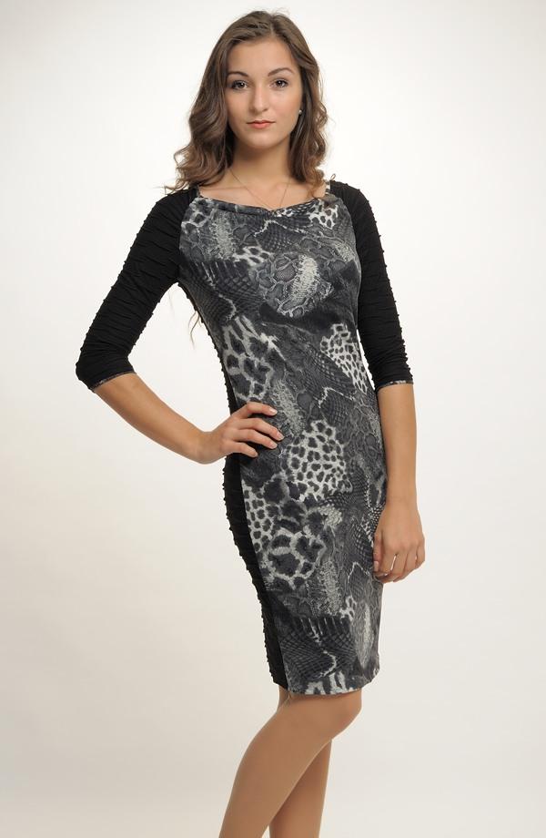 bbebd0be9 Pletené dámské elegantní šaty do práce v kombinaci materiálů ...