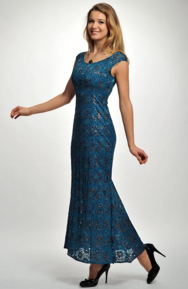 Velmi elegantní plesové šaty z luxusní krajky s potiskem drobných kvítků. a7290f9022