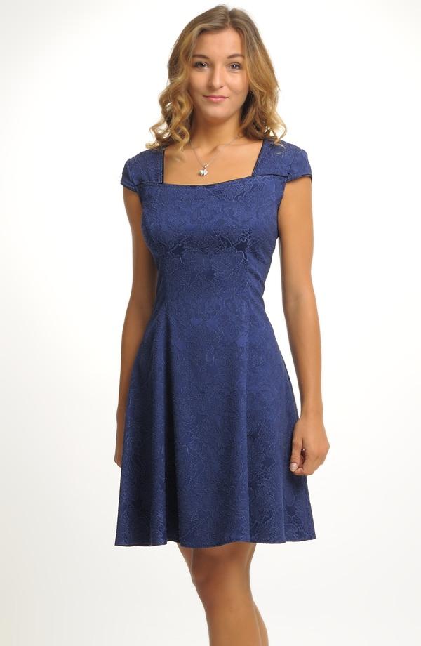 Dívčí šaty vhodné na svatbu ed4fc4aa07