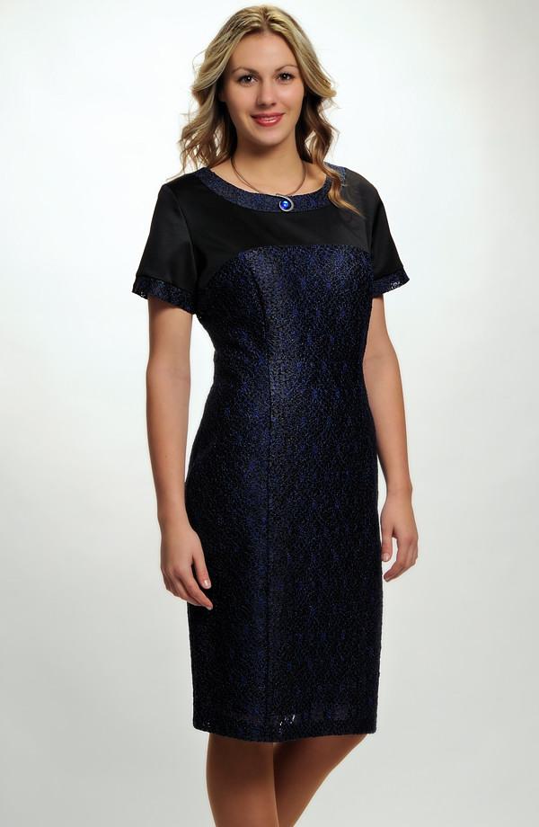 3df8ebc90792 Pouzdrové společenské šaty z elastické modré krajky