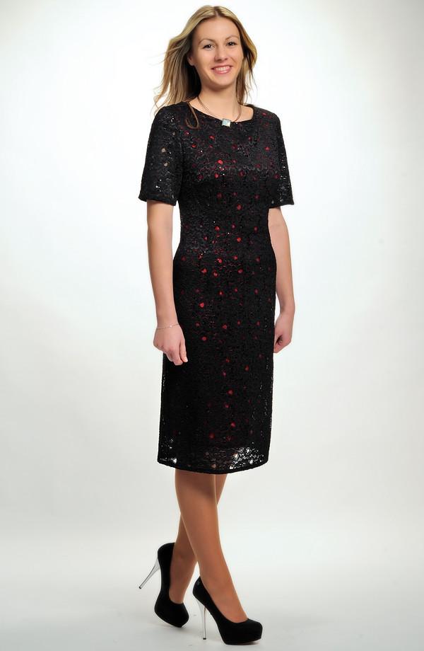ea30e3b04676 ... Malé černé krajkové koktejlové šaty z elastické krajky pro plnoštíhlé i  pro větší velikosti - L ...