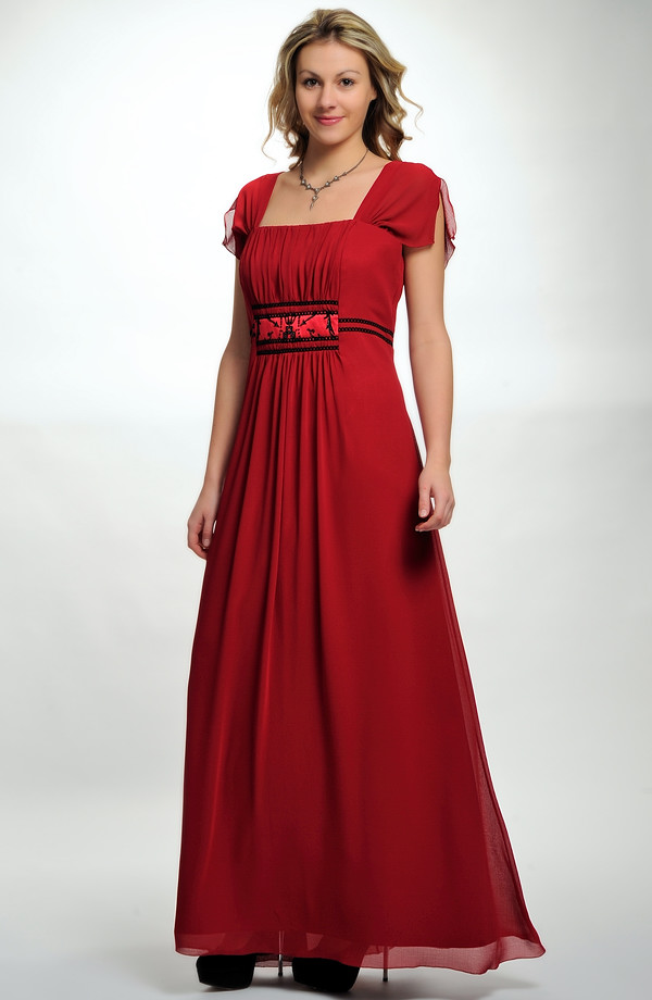 a466b3b6c92 Dlouhé společenské šaty i na ples pro plnoštíhlé postavy