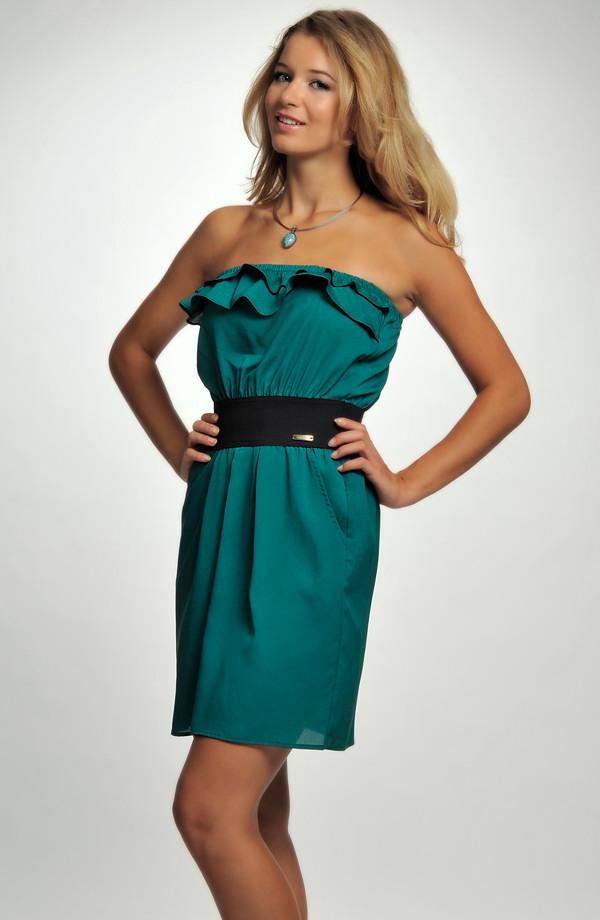 1a7f7b7270eb Dívčí koktejlové šaty zdobené volánkem v zelené barvě ...