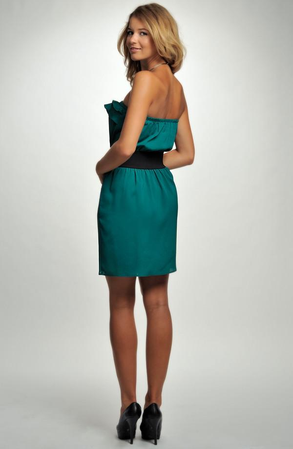 9f1d8a4d8e57 ... Dívčí koktejlové šaty zdobené volánkem v zelené barvě