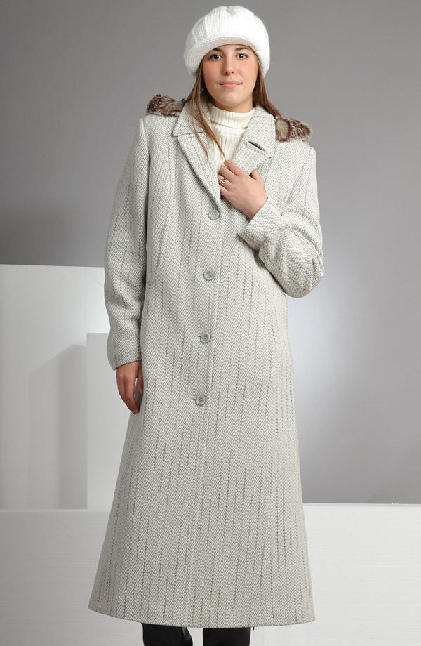70d01ad5b22 Velmi elegantní dlouhý dámský kabát ve světlé barvě.