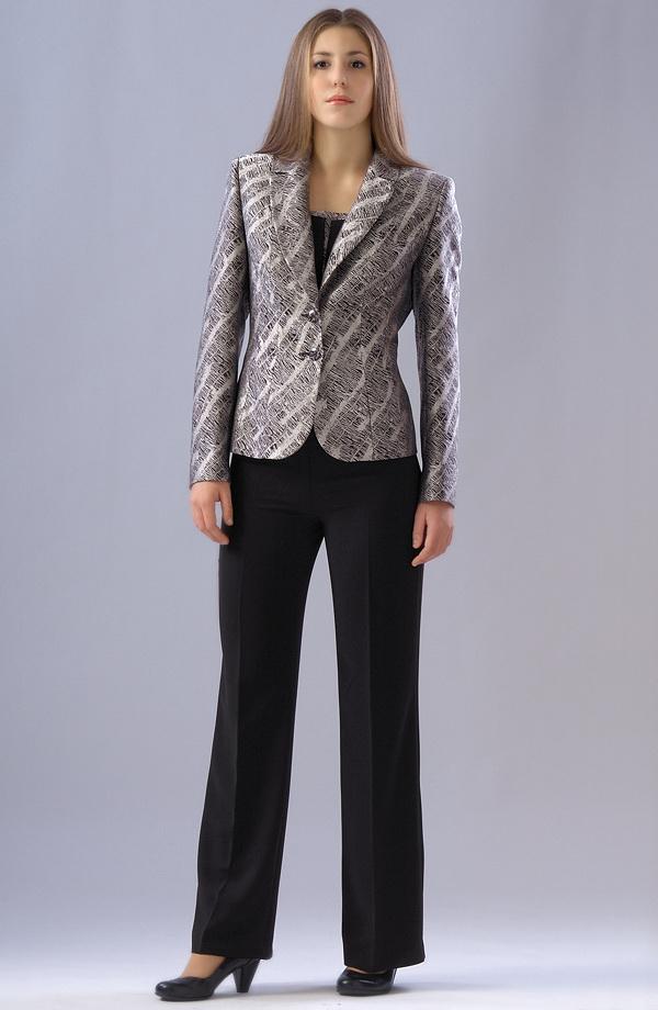 Elegantní kalhotový kostým s topem ve stříbrné barvě  3531e9beab3