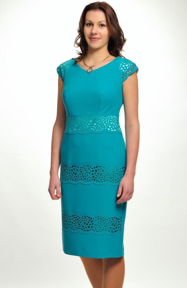 3fb58d410ff Luxusní společenské šaty s laserem vyřezávanou ozdobou ...