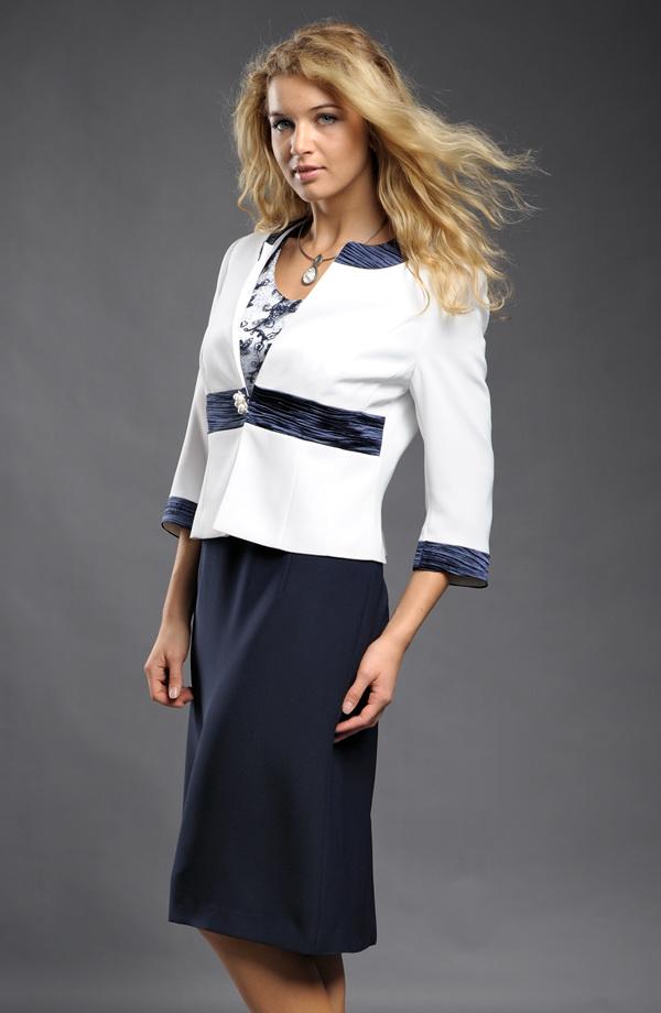 6c4681a7053 ... Luxusní společenský kostým v modrobílé ...