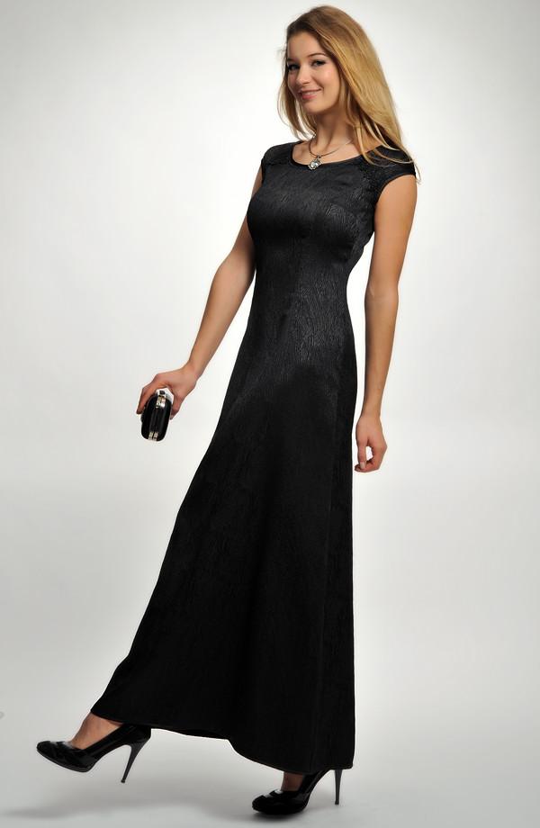 23838107a619 Elegantní večerní dlouhé šaty na širší ramínka v černé barvě