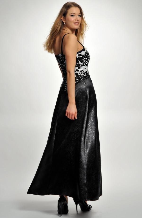 ea3706e0533 ... Šaty korzetového střihu zdobené flitry na maturitní ples ...