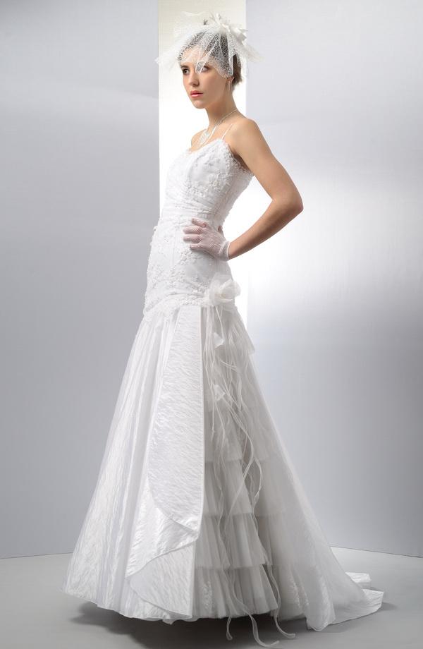 Svatební šaty s delším živůtkem  f42b80344b