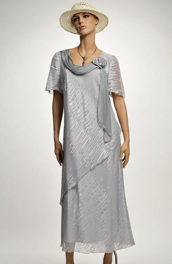 2662a656f01 Společenské dlouhé šifonové šaty s rukávkem ze stříbřitého materiálu