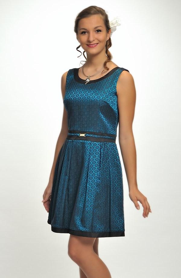 2f3e8af18e98 Krátké elegantní šaty vhodné na ples i do tanečních.