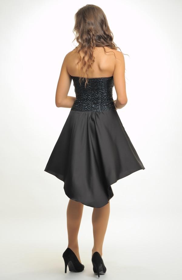 7c37630ad7c ... 40 Krátké černé společenské šaty na ples s asymetrickou sukní