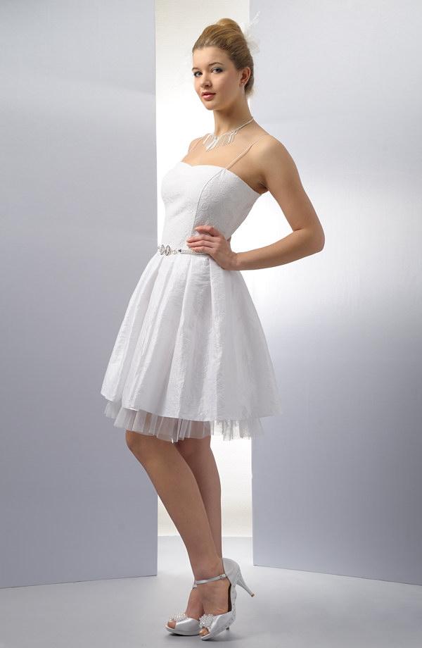 cec560c5d2f0 Se Bílé Krátké Korzetové Šaty Skládanou SukýnkouVerino P8O0nwNkXZ
