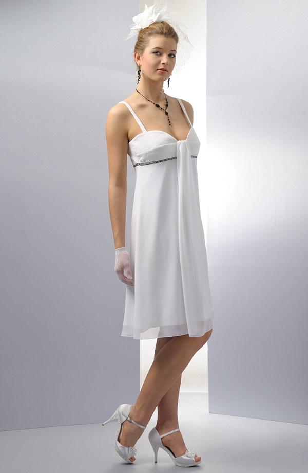 Elegantní empírové svatební šaty s řasením na prsou. e5a1425b08