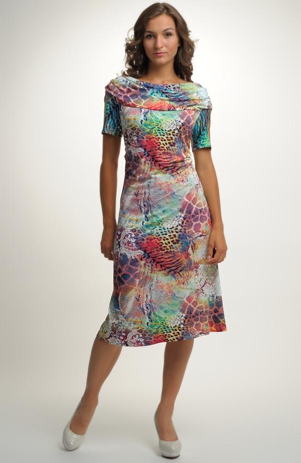 Letní dámské šaty se vzorem ... e0637a58ca