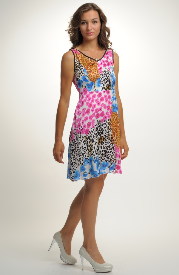 Dívčí společenské šaty na léto mladistvého střihu 495fc653e9