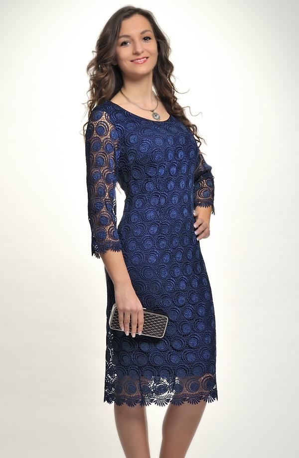 Dámské elegantní společenské šaty pokryté luxusní krajkou 3d9ffb95017