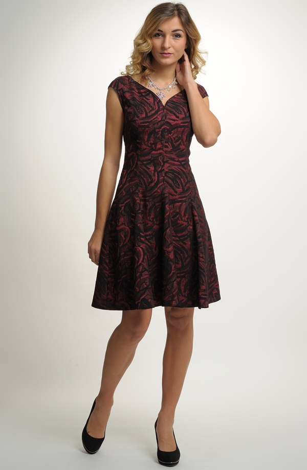 Aktuálni dostupnost šatů na našich prodejnách je uvedena u modelu. Modely  došíváme i na míru. c2e68efac4